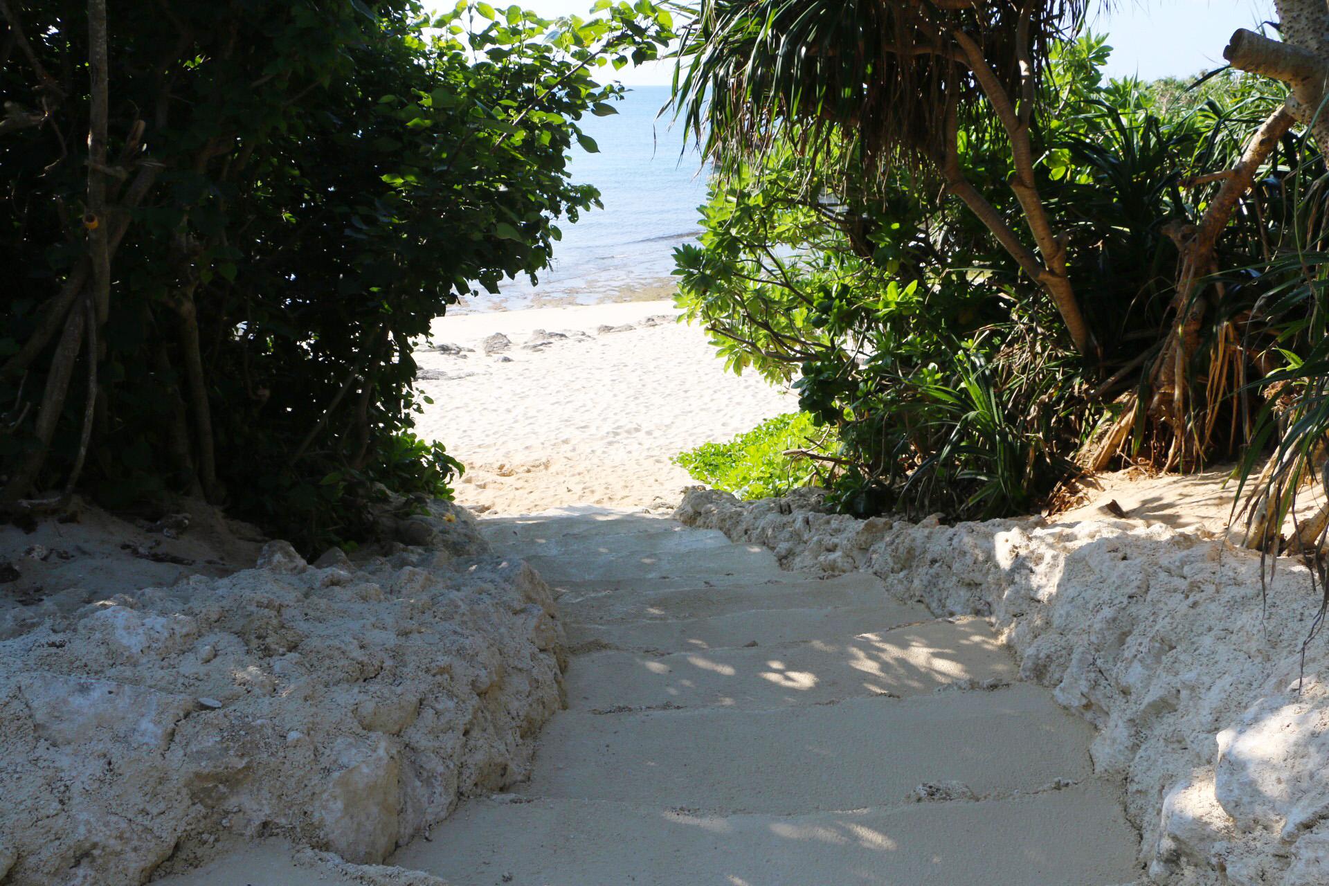 プライベートビーチへの階段